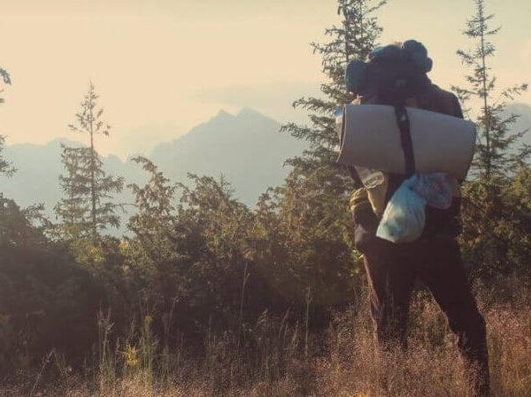 Packliste Camping zelten Kinder Campen Zeltferien mit Kind Campingurlaub Ferien Elternblog Südtirol Ideen Sommerferien zelten campen Wald Outdoor Guide Camping mit Kind