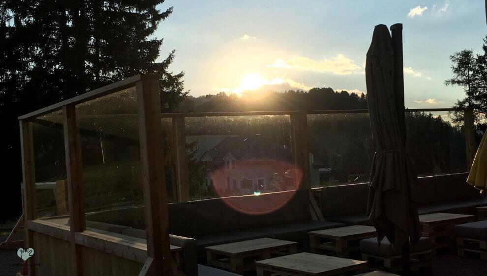 Sonnenuntergang in den Bergen Familienurlaub in Gröden Suite Sporthotel Monte Pana Urlaub mit der Familie Tipp Empfehlung Hotel in Gröden Monte Pana Familienurlaub Tipp Südtirol Groeden Ferien in Suedtirol