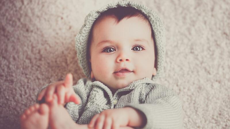 Baby-mit Bronchitis-Hausmittel-was-tun