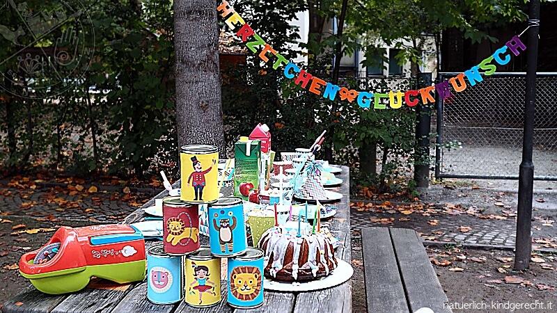 Geburtstagstisch auf dem Zirkus-Kindergeburtstag