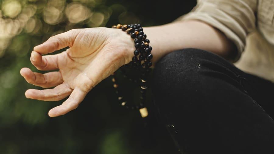 Achtsamkeit Meditation Yoga und andere Maßnahmen bei Depressionen