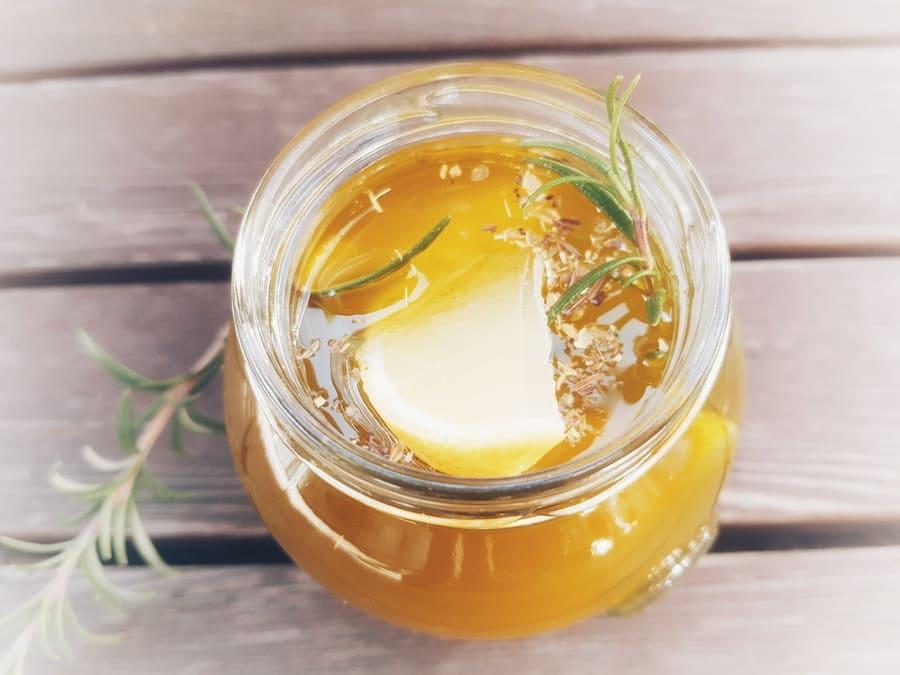 Zitronen-Rosmarin-Öl im Geschenksglas