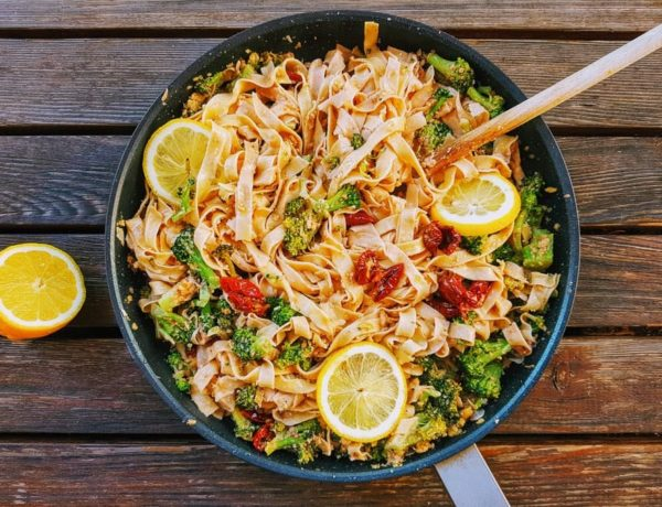 Tagliatelle mit Broccoli und Walnusscreme