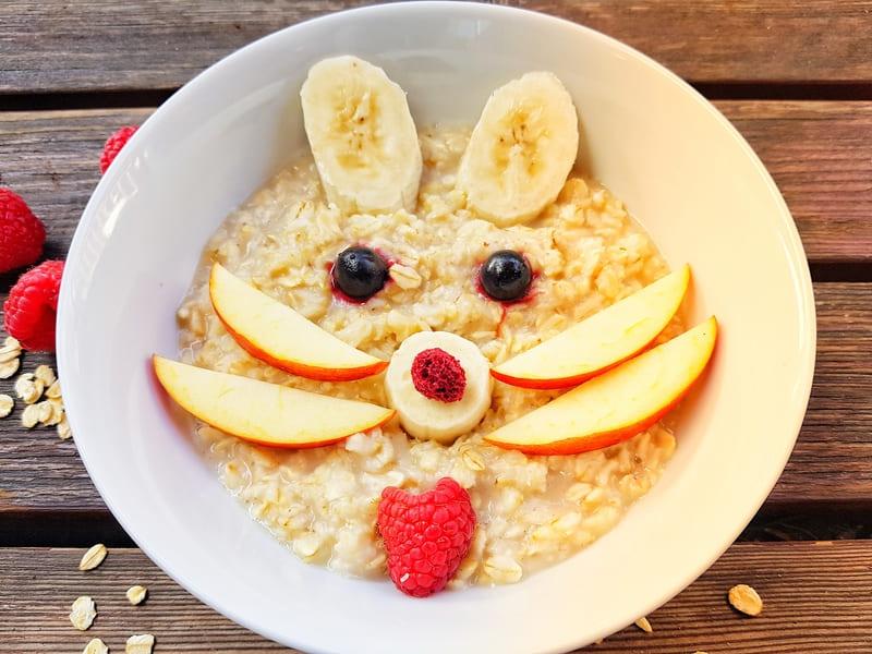 Porridge-Bowl für Kinder zum Frühstück Ideen für Kinderfrühstück