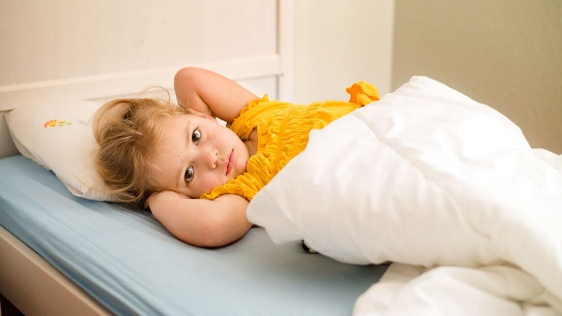 kinderkrankheit-ohrenschmerzen-was-tun-gegen-fieber